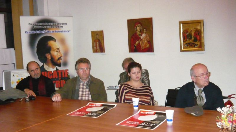 În dreapta - criticul literar Constantin M. Popa