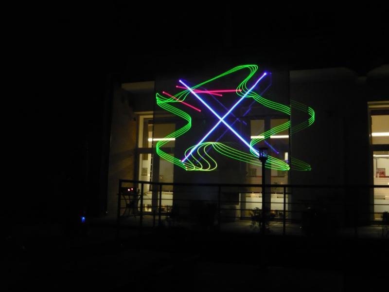 Proiecţia mi-a amintit că primul spectacol de laser l-am văzut tot la Timişoara, la Eurocon 1994