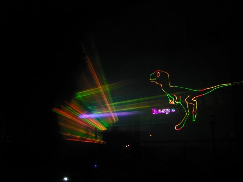 Dinozauri de laser pe hotelul Oamenilor de Ştiinţă!
