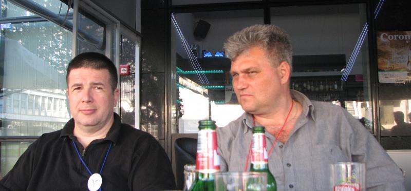 Acelaşi Eugen lenghel (vedeta română la Eurocon), împreună cu piteşteanul Cezar Mazilu.