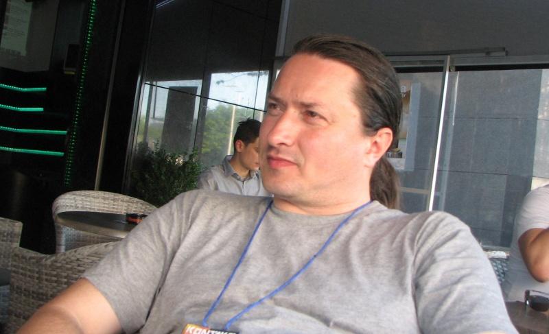 """Cătălin Badea Gheracostea şi-a distribuit volumul în engleză """"Short (Hi)Story of Romanian Speculative Fiction (Media-Tech, 2012) cu o interesantă cronologie în sens invers."""