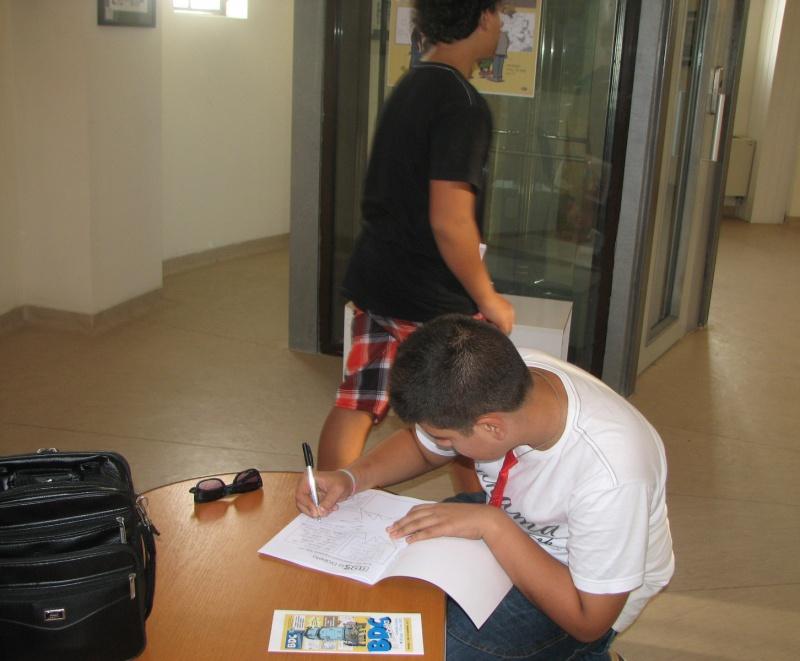 După autografe pe colţuri de revistă, s-a semnat şi desenat în caietul de impresii.