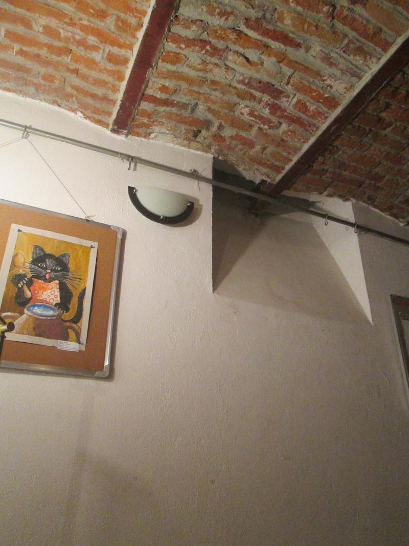 În spaţiul acesta mi-a lipsit silueta Lilianei Hinoveanu făcând poze cu mobilul.