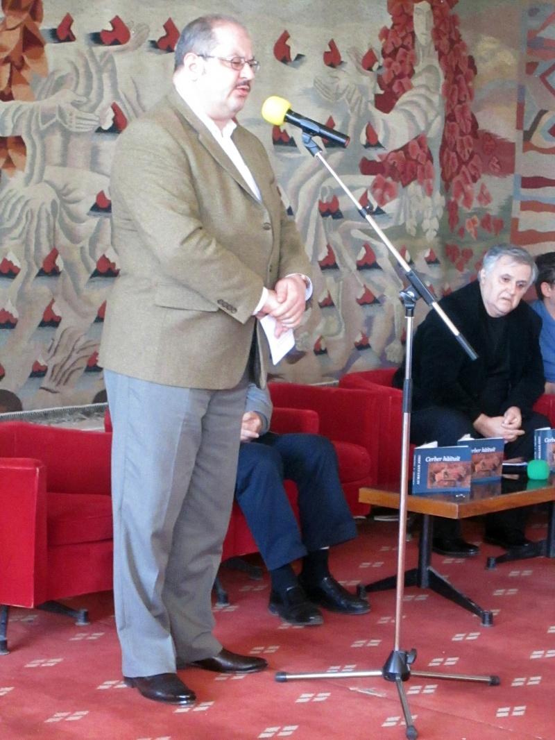 Gabriel Coşoveanu pendulându-şi discursul între Demi Moore şi rinocerosul Béranger.