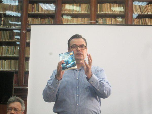 Un editor care ştie să-şi laude marfa: Constantin Pavel