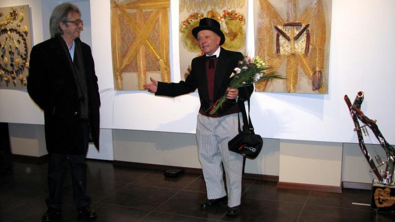 Artistul salută publicul