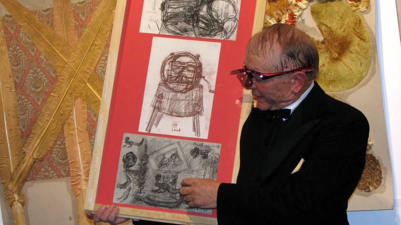 Din pachetul de desene oferite Muzeului de Artă Craiova (2) Povestea dragonului dintr-o vitrină