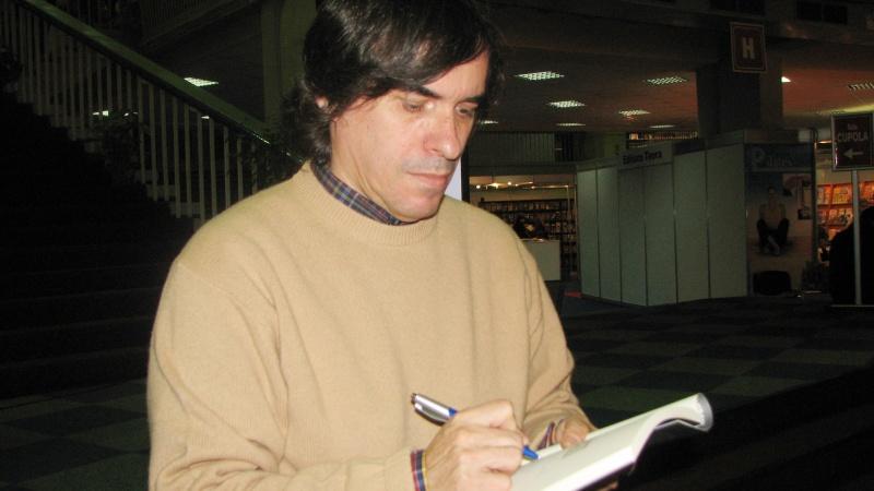 O altă apariţie insolită, la ore târzii din seară, fără coadă: Mircea Cărtărescu