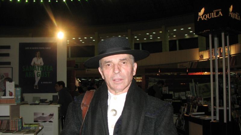 Apariţie insolită la târg: Grigore Leşe