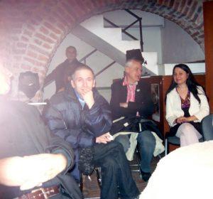 Cornel Mihai Ungureanu, Marius Dobrin, Corina Bărbuică. În stânga se vede nasul dlui Nicolae Marinescu