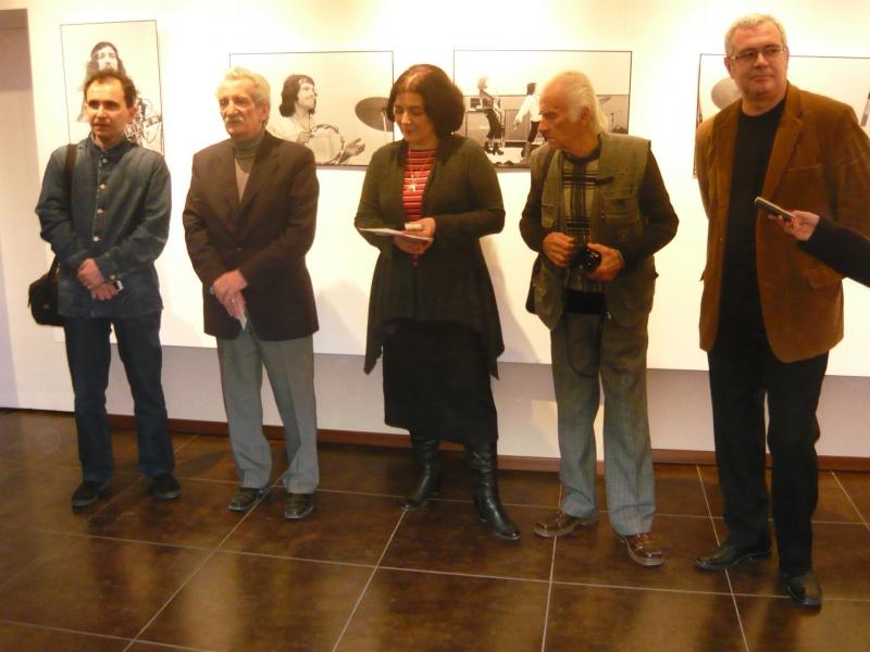 """Organizatorii şi artistul - în corzi (Dorian Delureanu, Florin Rogneanu, doamna de la """"Focus"""", Victor Boldâr, Horaţiu Buzatu"""