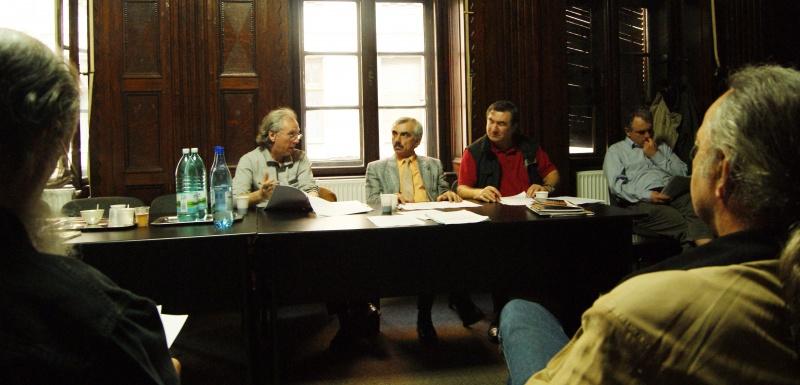 Se discută statutul noii asociaţii.