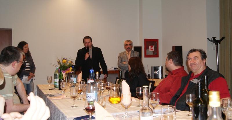 Juriul anunţă numele câştigătorului premiului pentru debut. (foto: Marian Mirescu)