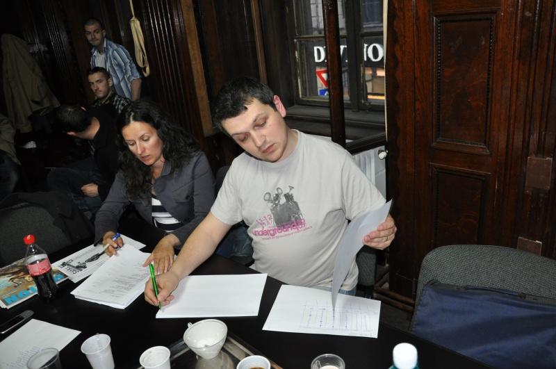 Ciprian Baciu conducând comisia de numărare a voturilor premiilor.