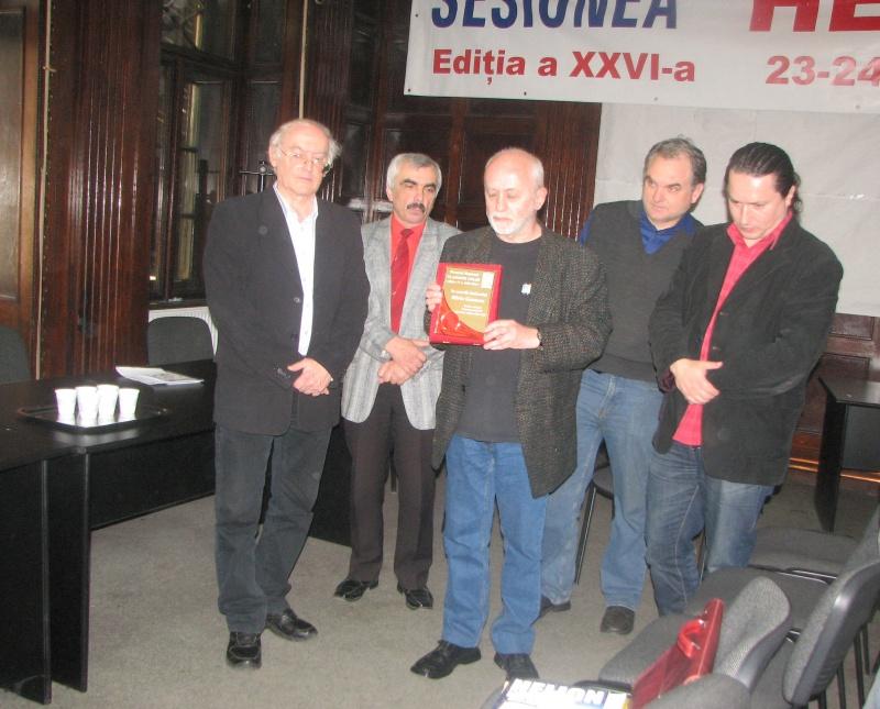 """Decernând, alături de ceilalţi membri ai juriului (George Ceauşu, Lucian-Vasile Szabo, Cătălin Badea-Gheracostea), premiul """"Vladimir Colin"""" scriitorului Silviu Genescu."""