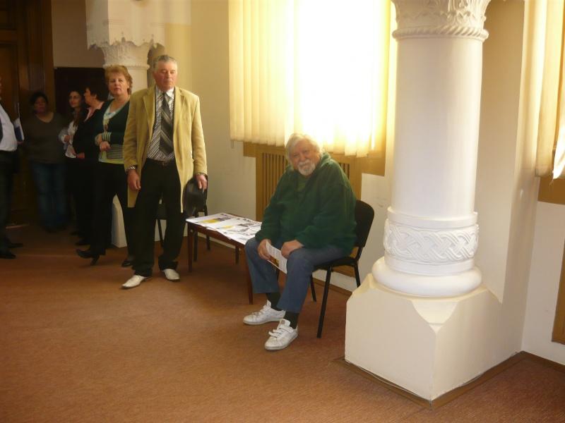 Gabriel Bratu, un caricaturist cu greutate atât de mare, că a stat pe scaun tot timpul!
