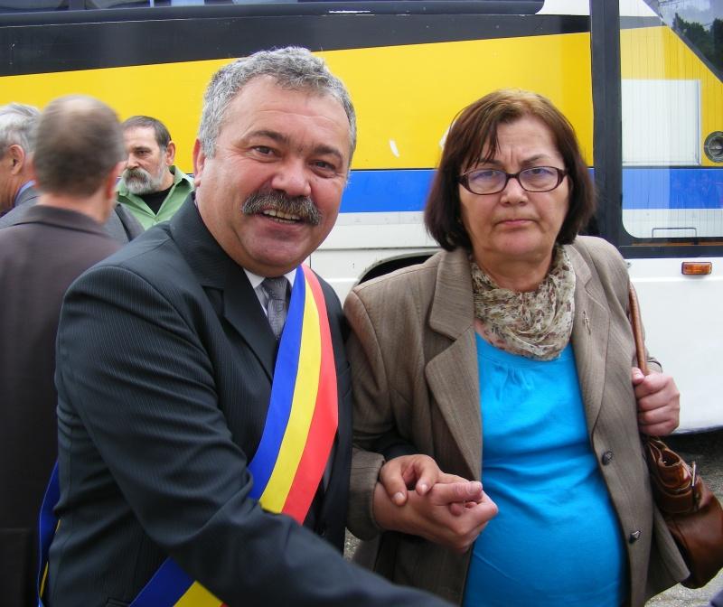 Poeta Ioana Dinulescu întâmpinată de oficialităţi