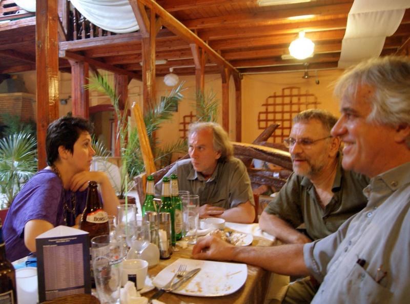 """Les gaulois fêtent leur amitié retrouvée..."", vorba lui Asterix (Ilinca, Viorel, Mihai, Cristi)"